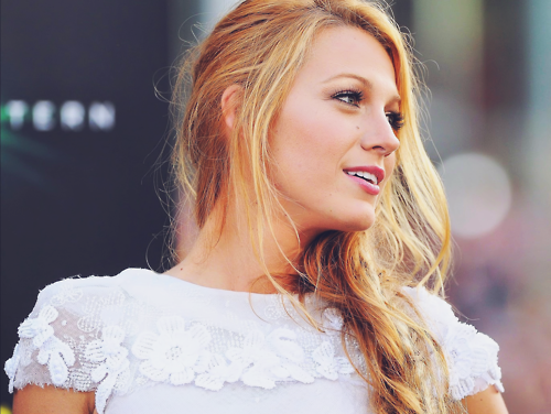 Girls of Gossip Girl 壁纸 with a portrait titled Blake lively ♥