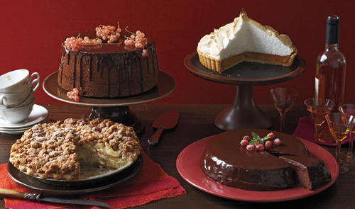 Delicious Recipes দেওয়ালপত্র with a cupcake, a holiday dinner, and a frosted layer cake titled Cakes