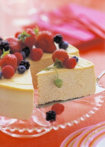 Delicious Recipes wallpaper containing a banana split, a frosted layer cake, and a split called Cheesecake