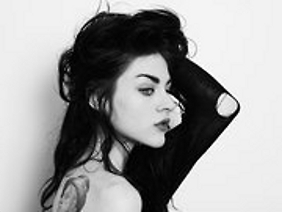 Frances Bean Cobain wallpaper with a cleaver entitled Frances Bean