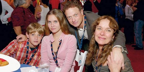 Gary and his family - gary-sinise Photo