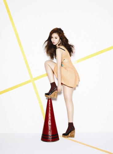 HyunA baseball 写真 for solo mini-album comeback