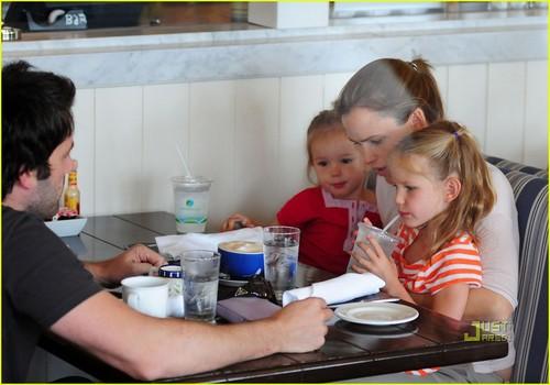 Jennifer Garner & Ben Affleck: brunch with the Girls