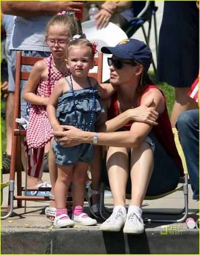 Jennifer Garner & Ben Affleck: July 4th Parade!