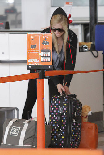 July 04-Avril Lavigne At Nice Airport