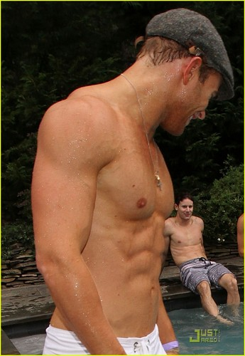 Kellan Lutz: Shirtless at Fourth of July Party! - kellan-lutz Photo