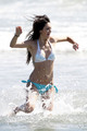 Kendall Jenner in a Bikini on the beach, pwani in Malibu, July 4