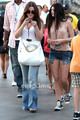 Kendall, Kylie & Khloe enjoy a 日 at Universal Studios in Hollywood, July 5