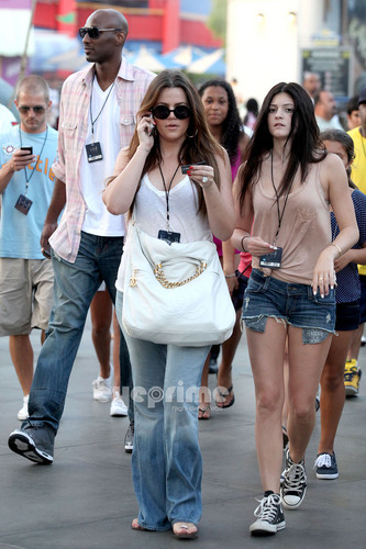 Kendall, Kylie & Khloe enjoy a hari at Universal Studios in Hollywood, July 5