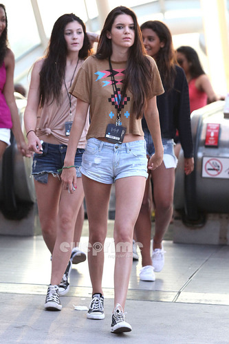Kendall Jenner wallpaper entitled Kendall, Kylie & Khloe enjoy a Day at Universal Studios in Hollywood, July 5