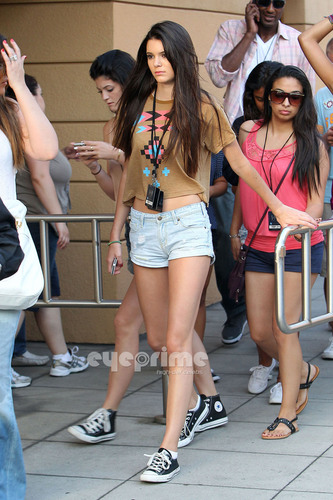 Kendall, Kylie & Khloe enjoy a দিন at Universal Studios in Hollywood, July 5