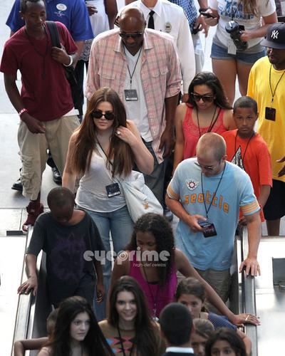 Kendall, Kylie & Khloe enjoy a hari at Universal Studios in Hollywood, July 5