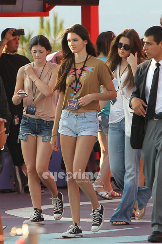 Kendall, Kylie & Khloe enjoy a dag at Universal Studios in Hollywood, July 5