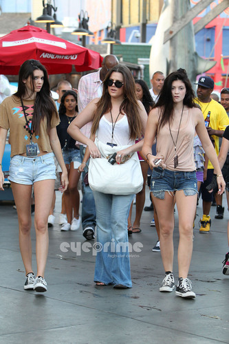 Keeping Up With The Kardashians images Khloe, Kendall ...
