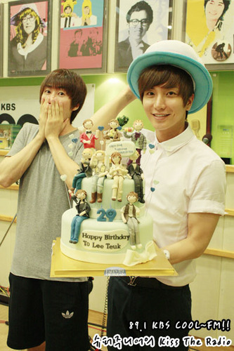 Leeteuk with his birthday cake