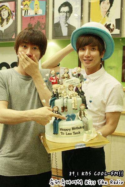 Leeteuk with his birthday cake
