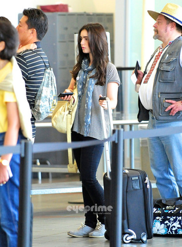 লিলি কলিন্স দেওয়ালপত্র possibly containing a hip boot called Lily Collins departs LAX, July 4