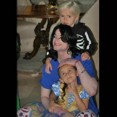 The MJ Fanpop family L.O.V.E. wallpaper titled MJ and the Kids