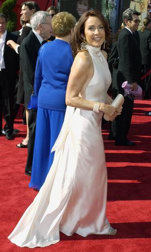 Патриция Хитон Обои containing a bridesmaid, a ужин dress, and a платье, бальное платье called Patricia Heaton