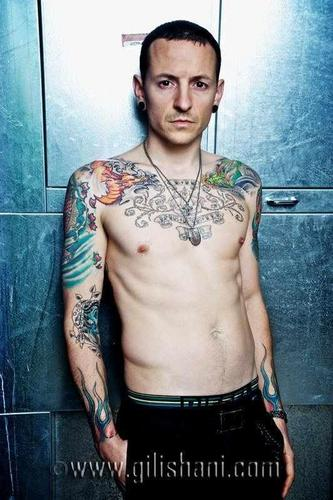 Chester Bennington wallpaper probably with a pezzo, hunk entitled Tattoo Wier Magazin Germany 2010
