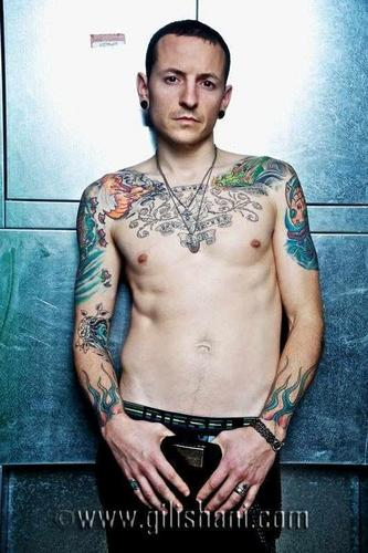 Chester Bennington wallpaper possibly with a hunk, a six pack, and skin titled Tattoo Wier Magazin Germany 2010