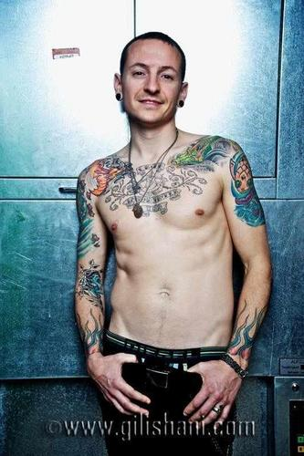 Chester Bennington wallpaper probably containing a hunk and skin entitled Tattoo Wier Magazin Germany 2010