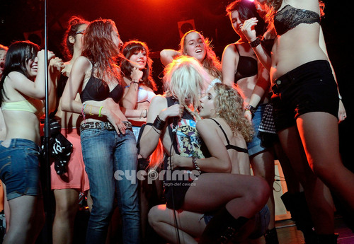 Taylor Momsen پیپر وال with a کنسرٹ titled Taylor Momsen: Razzmatazz in Barcelona, July 6