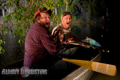 Horror فلمیں پیپر وال with a آگ کے, آگ titled Tucker & Dale vs. Evil