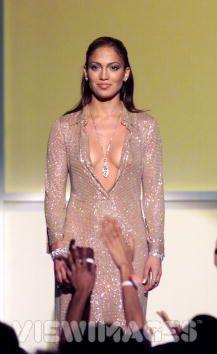 VH1-VOGUE-FASHION-AWARDS- 1999 - most fashionable artist - Jennifer Lopez