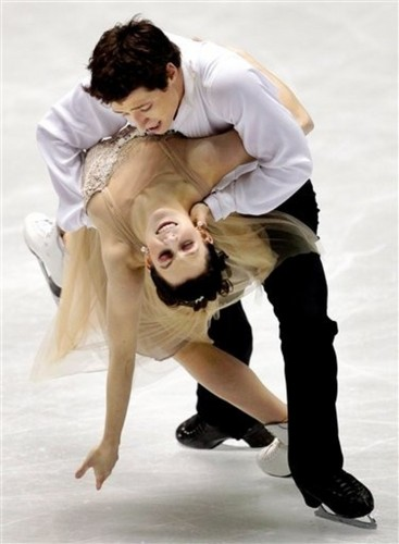 Tessa Virtue & Scott Moir wallpaper called Virtue  Moir - 2009 GPF FD - Symphony No. 5 by Mahler