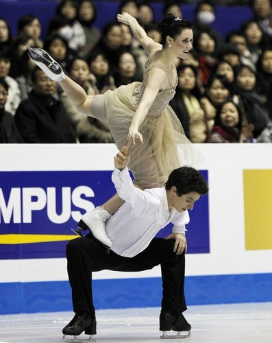 Tessa Virtue & Scott Moir wallpaper possibly with a tennis pro entitled Virtue  Moir - 2009 GPF FD - Symphony No. 5 by Mahler