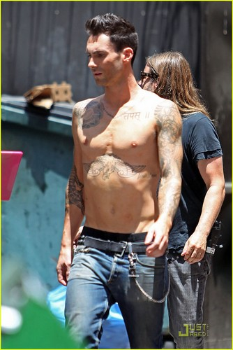 Adam Levine: Shirtless on 'Moves Like Jagger' Video Set!