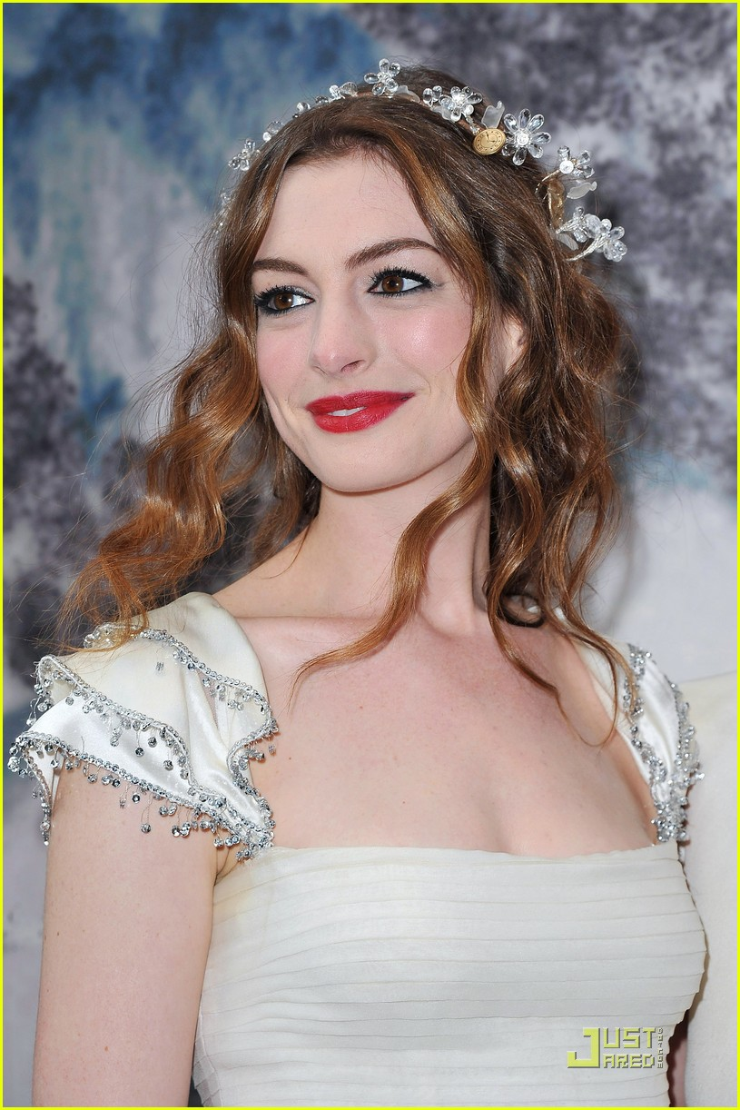Anne Hathaway: White Fairy Tale Love Ball!  Actresses - Beauty And The Beast Hairstyle