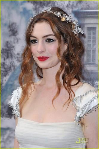 Anne Hathaway: White Fairy Tale Love Ball!