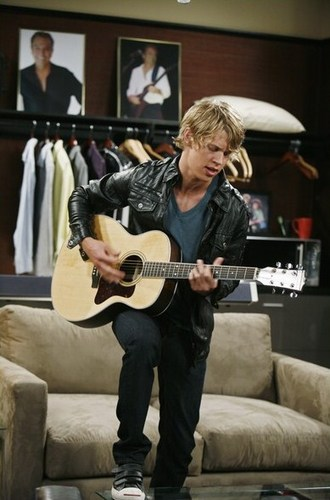 "Austin in ""Ruby and The Rockits"" - Episodic Stills"