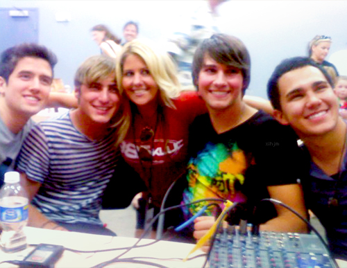 BTR and some aleatório girl
