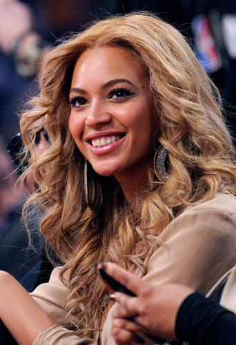 Beyonce-NBA-2011