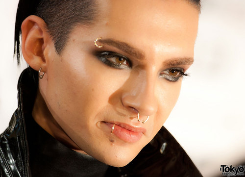 Bill Kaulitz Обои containing a portrait called Bill