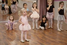 Good Luck Charlie fondo de pantalla called Charlie At Ballet