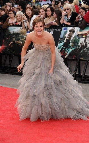 "Emma Watson Premieres ""Deathly Hallows Part 2"""