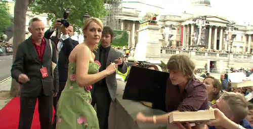 Jo Rowling arrives at premiere!