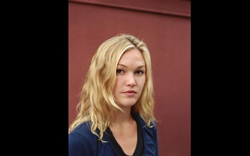 Julia Stiles wallpaper probably containing a cocktail dress and a portrait called Julia