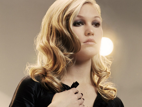 Julia Stiles wallpaper with a portrait entitled Julia