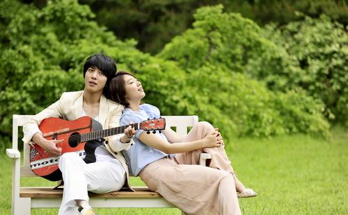 Jung Yong Hwa & Park Shin Hye fondo de pantalla