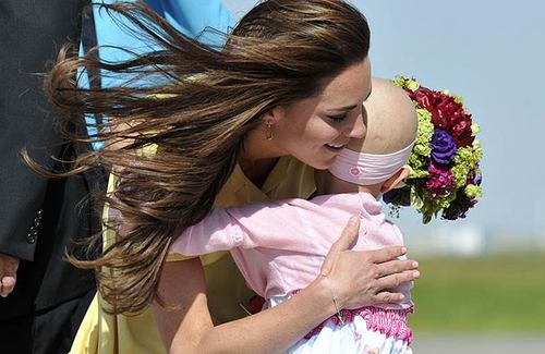Kate Middleton hugs 6-year-old cancer sufferer and makes her feel so special: Royal Tour दिन 8 video