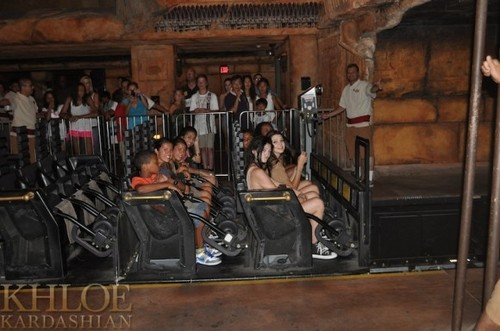 Kendall at Universal Studios. - kendall-jenner Photo