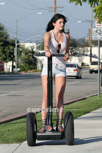 Kylie Jenner is spotted riding a Segway with 프렌즈 in Calabasas, July 8