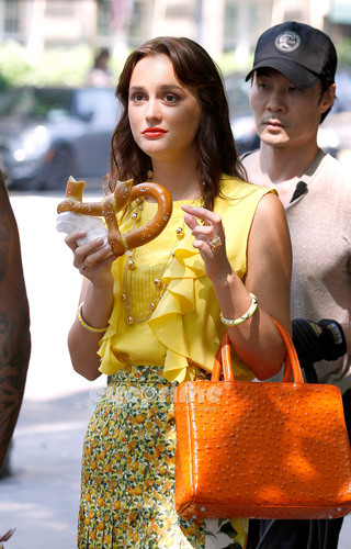 Blair Waldorf wallpaper entitled Leighton Meester on the Set of Gossip Girl in NY, July 7