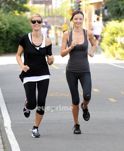 Miranda Kerr Joins Heidi Klum on Her AOL Summer Run in NY, Jul 9