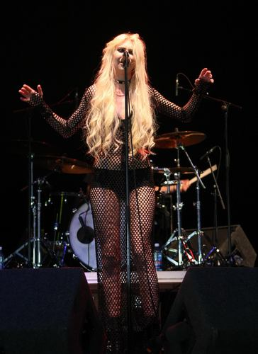 Taylor Momsen wolpeyper possibly containing a konsiyerto entitled Performs Live At Oxegen Festival In Ireland